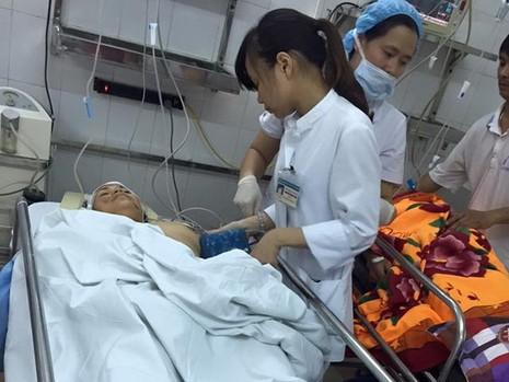 Sức khỏe các nạn nhân trong vụ sập nhà cổ ở Hà Nội đã tạm ổn  - ảnh 1