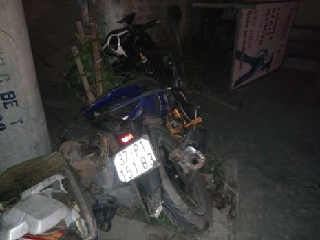 Bị xe máy đâm chết khi sang đường để về nhà - ảnh 1