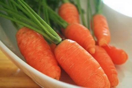 Có thật ăn nhiều cà rốt giúp sáng mắt? - ảnh 1