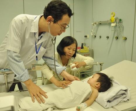 Hi hữu bé ngạt nước 10 phút được cứu sống - ảnh 1