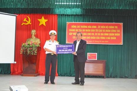 Chánh án TAND Tối cao thăm và tặng quà Bộ Tư lệnh Vùng 5 Hải quân - ảnh 1