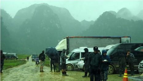 Đoàn làm phim 'King Kong' vất vả dưới mưa rừng nhiệt đới - ảnh 11