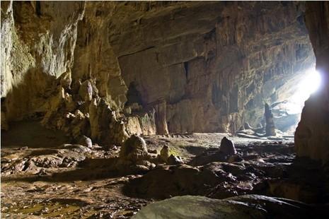 Đoàn làm phim 'King Kong' vất vả dưới mưa rừng nhiệt đới - ảnh 5