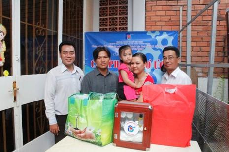 Hỗ trợ một năm tiền phòng trọ cho công nhân nghèo  - ảnh 1