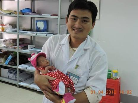 Bệnh viện tổ chức đầy tháng cho bé gái bị bỏ rơi - ảnh 5