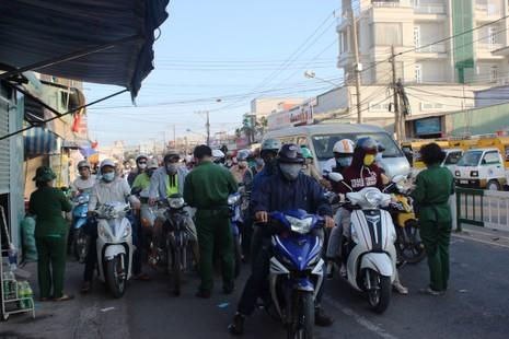 Ngày cuối nghỉ lễ, giao thông Sài Gòn thông thoáng - ảnh 5