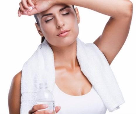 Cơ thể thiếu nước nhiều sẽ bị mệt mỏi, sốc nhiệt, thậm chí tử vong.