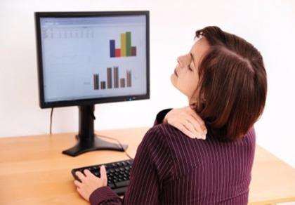 Đau vai gáy là căn bệnh thường gặp ở những người cao tuổi, người làm việc văn phòng
