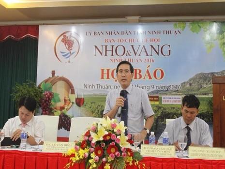 Phó chủ tịch UBND tỉnh Ninh Thuận  Phạm Văn Hậu tại cuộc họp báo