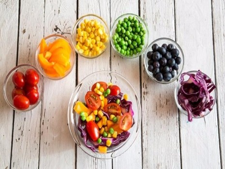 Ăn ít nhất 5 phần trái cây và rau mỗi ngày để hạn chế các nguy cơ gây tái phát đột quỵ