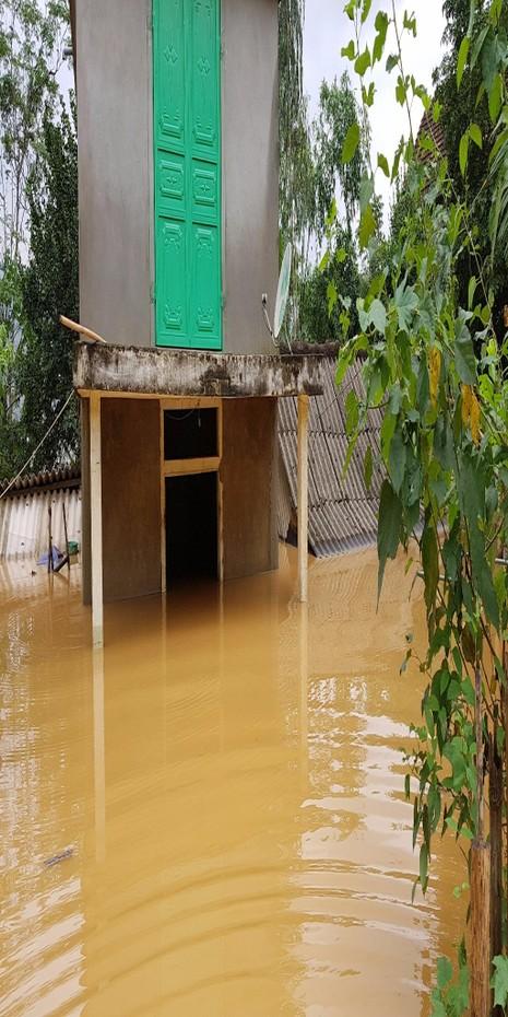 Nhà dân ở Bắc Hóa, Mai Hóa bị lũ nhấn chìm