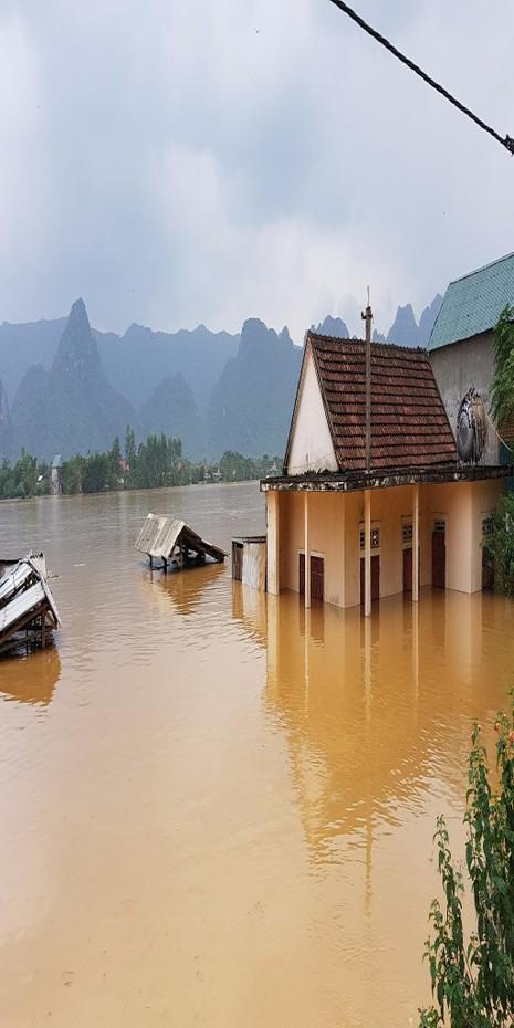 Lưu vực sông Gianh ngập nặng.