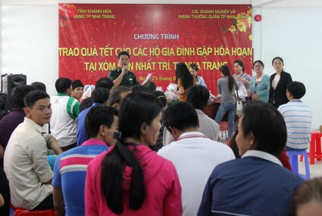 Đủ hương vị Tết cho 76 hộ bị hỏa hoạn ở Nha Trang - ảnh 5