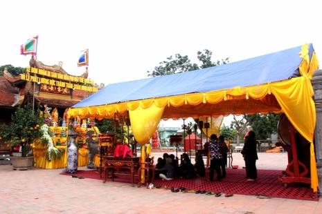 Chuẩn bị cho lễ phát lương đền Trần Thương