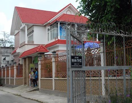 Lễ tang của NSƯT Thanh Sang được tổ chức tại ngôi biệt thự ven sông trên đường số 17, phường Hiệp Bình Chánh, quận Thủ Đức, TP.HCM. (Ảnh: HTD)