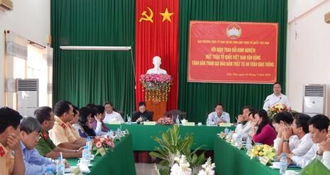 Ông Khuất Việt Hùng lưu ý các địa phương nên quan tâm đến việc sử dụng mạng xã hội để tuyên truyền về an toàn giao thông.