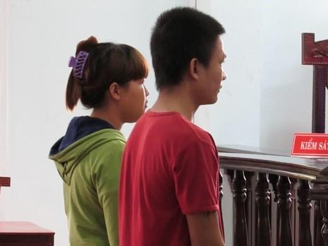 Bênh họ hàng, vợ chồng trẻ dắt nhau vào tù - ảnh 1