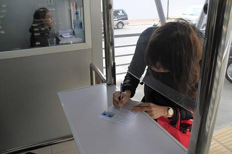 Buýt nhanh BRT Hà Nội: Thu phí vẫn hút khách  - ảnh 4