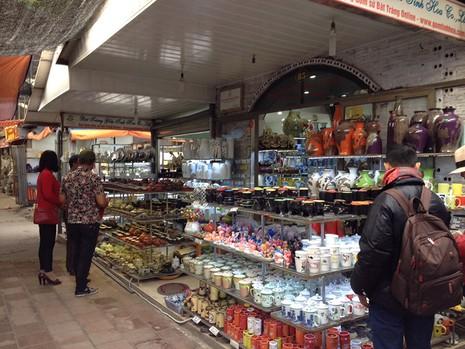 Vụ đóng cửa chợ Bát Tràng: Tiểu thương đã vào buôn bán - ảnh 2