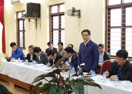 Phó Thủ tướng Vũ Đức Đam chỉ đạo tại cuộc làm việc với Hà Nội về công tác y tế cơ sở sáng nay 9-2.