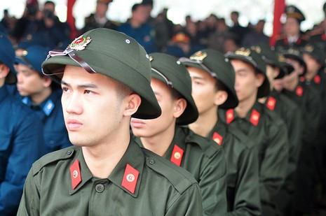 Hà Nội: Hàng chục công chức, viên chức xin nhập ngũ - ảnh 2