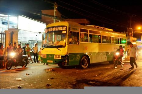 Hai ngày, hai vụ tai nạn xe buýt, người chết, người hoảng loạn  - ảnh 2