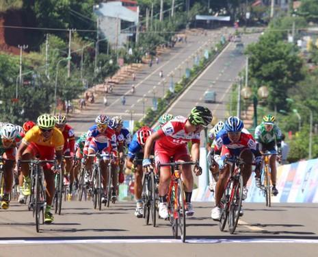 Chặng 2 đua xe đạp Nam Kỳ Khởi Nghĩa: Lê Văn Duẩn về nhất - ảnh 1
