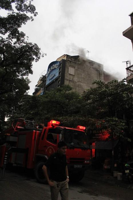 Cháy lớn tại quán karaoke ở Hà Nội - ảnh 1