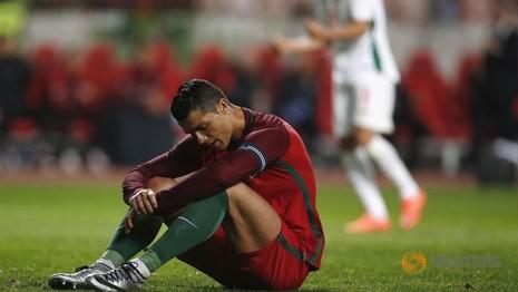 Ronaldo hỏng phạt đền, Bồ Đào Nha lãnh đủ - ảnh 1