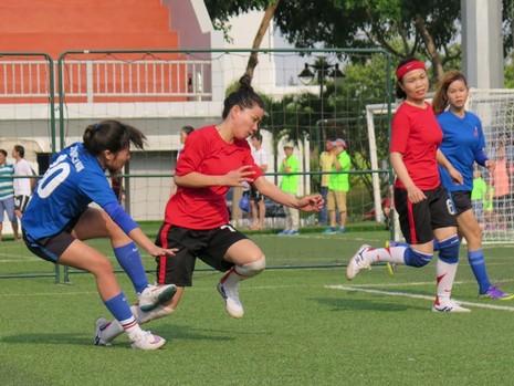 Vui nhộn giải bóng đá nữ công nhân viên chức - ảnh 5