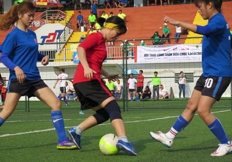 Vui nhộn giải bóng đá nữ công nhân viên chức - ảnh 7