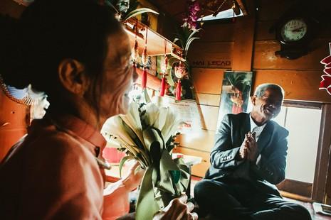 Bộ ảnh cưới của cặp vợ chồng già vớt xác ở sông Hồng - ảnh 4