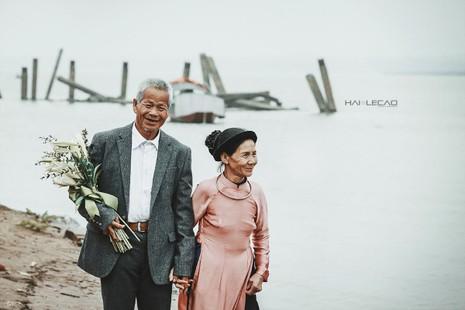 Bộ ảnh cưới của cặp vợ chồng già vớt xác ở sông Hồng - ảnh 9