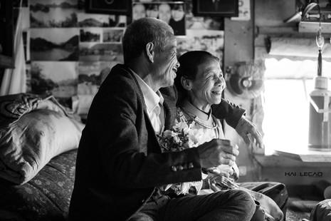 Bộ ảnh cưới của cặp vợ chồng già vớt xác ở sông Hồng - ảnh 5