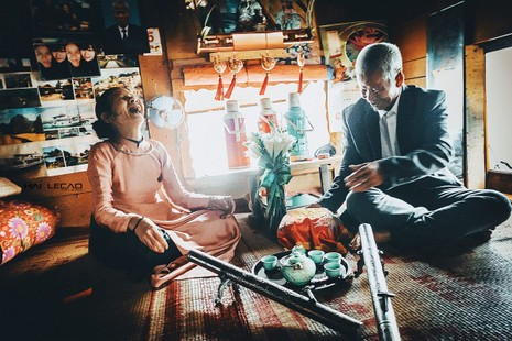 Bộ ảnh cưới của cặp vợ chồng già vớt xác ở sông Hồng - ảnh 6