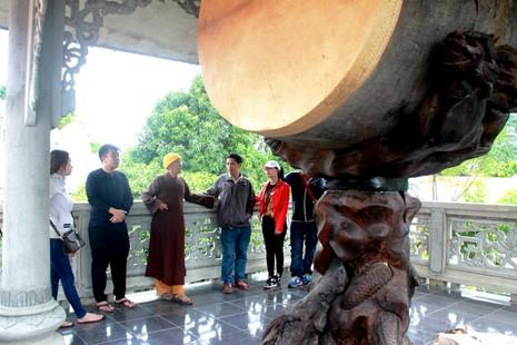 Chiêm ngưỡng chiếc trống độc nhất vô nhị ở ngôi chùa quê - ảnh 1