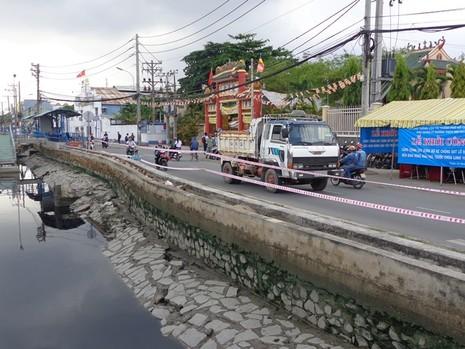 18 tỉ đồng kè bờ bến Bình Đông trước chùa Long Hoa - ảnh 3