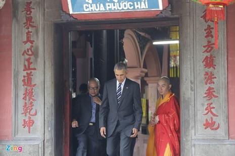 Chùm ảnh: Tổng thống Obama tham quan chùa Ngọc Hoàng - ảnh 5