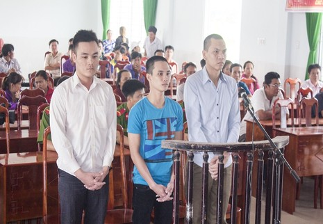 Các bị cáochống người thi hành công vụ tại tòa