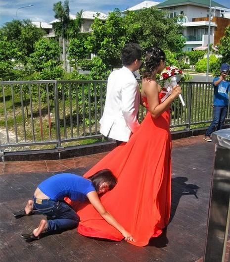 Chùm ảnh minh chứng chụp ảnh cưới là nghề khổ nhất năm - ảnh 9