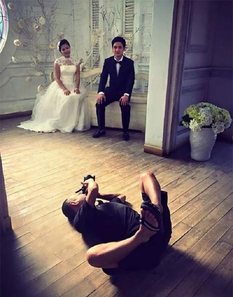 Chùm ảnh minh chứng chụp ảnh cưới là nghề khổ nhất năm - ảnh 12