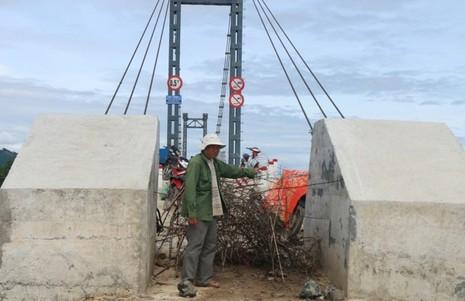 Chùm ảnh: Cầu xây xong, đường đi chẳng thấy - ảnh 6