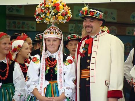 Những trang phục cưới truyền thống kỳ lạ trên thế giới - ảnh 2