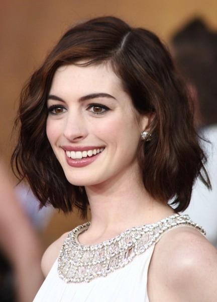 Anne Hathaway chưa đầu tư nhiều cho lần dạo phố này 1