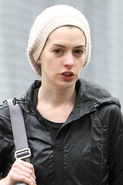 Anne Hathaway chưa đầu tư nhiều cho lần dạo phố này 2