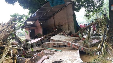 Lũ cuồn cuộn đổ về sông Hồng, ít nhất 10 người bị cuốn trôi - ảnh 2