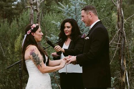 Chú chó gắng gượng dự đám cưới chủ trước khi qua đời - ảnh 1
