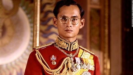 Cuộc đời vua Thái Lan qua hình ảnh - ảnh 1