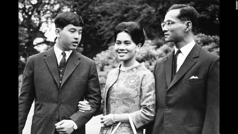 Cuộc đời vua Thái Lan qua hình ảnh - ảnh 7