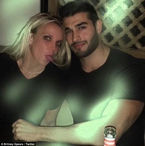 Britney Spear tiều tụy sau nghi án hẹn hò cùng trai trẻ - ảnh 3